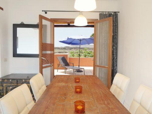 Lanzarote Ferienhaus Miramar Casa Blick auf Terrasse